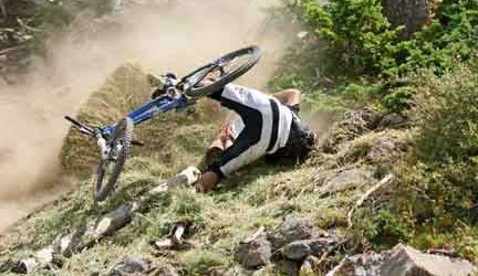 06509-mountain-bike-crash-432x250